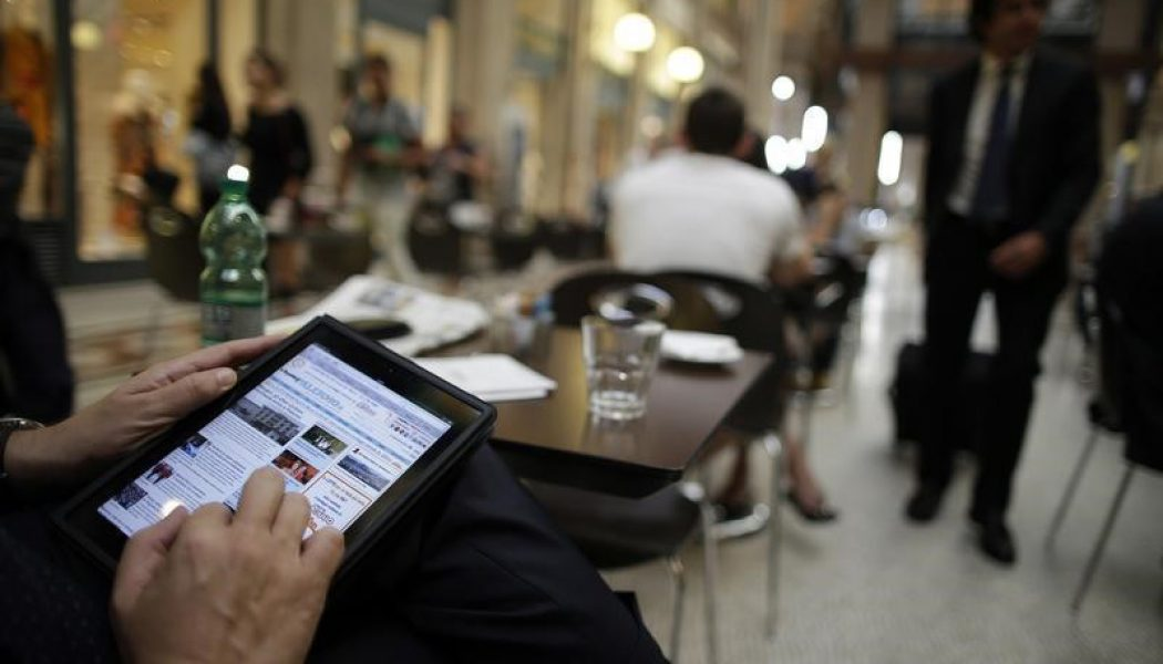 Euro Bölgesi Hizmetler PMI tahmin edilen rakam 53,3 gerçek rakam 53,1
