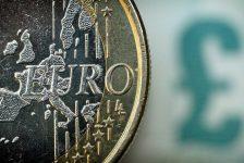 Forex – Sterlin, Euro karşısında 15 ayın en düşük seviyesinde