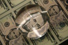 Amerikan doları hafif geriledi ancak hala iki ayın en yükseğine yakın