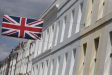 İngiltere'nin AB'den çıkacağı endişeleriyle sterlin, dolar karşısında 7 yılın en düşük seviyesini gördü