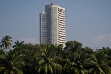 Hindistan piyasaları kapanışta yükseldi; Nifty 50 0,59% değer kazandı