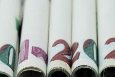 FX-Dolar/TL AKP'de olağanüstü kongre beklentisiyle dün gece 3'e yaklaştıktan sonra 2.95'in hemen altında güne başladı