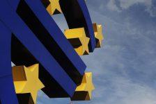 Euro bölgesinde gayri safi milli hasıla tahmin edilen rakam 0,5% gerçek rakam 0,6%