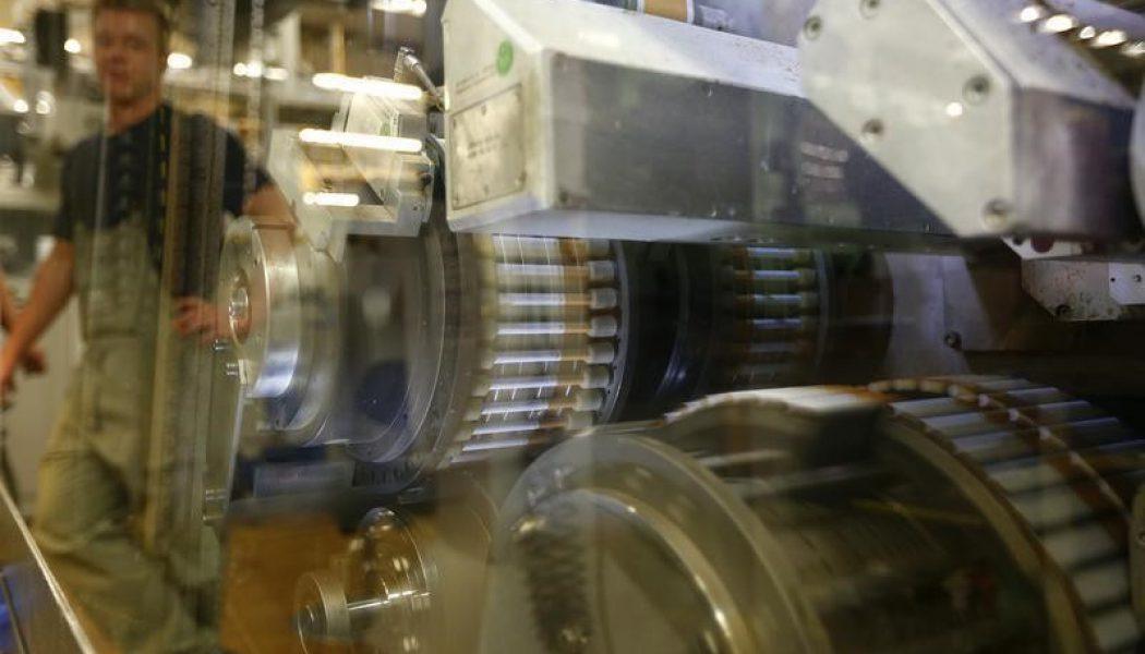 Almanya'da imalat PMI oranı tahmin edilen rakam 52,4 gerçek rakam 52,1