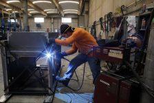 İngiltere'de sanayi üretimi tahmin edilen rakam 0,0% gerçek rakam 2,0%