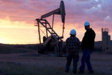 Petrol fiyatları küresel arz fazlası kaygılarıyla 8 ayın en yükseğinde