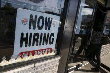 ABD'de açık iş pozisyonları Nisan ayında beklenmedik şekilde yükseldi