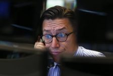 Avrupa borsaları euronun baskısıyla geriliyor, yatırımcılar bilançolara odaklandı
