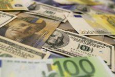 BONO&FX-Küresel piyasaları izleyen dolar/TL yatay seyir izledi, Hazine ihaleleri takip edildi