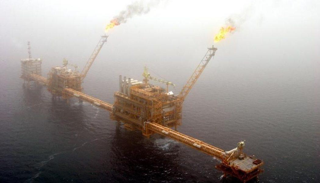 Ham petrol fiyatları arz fazlası kaygılarıyla baskı altında
