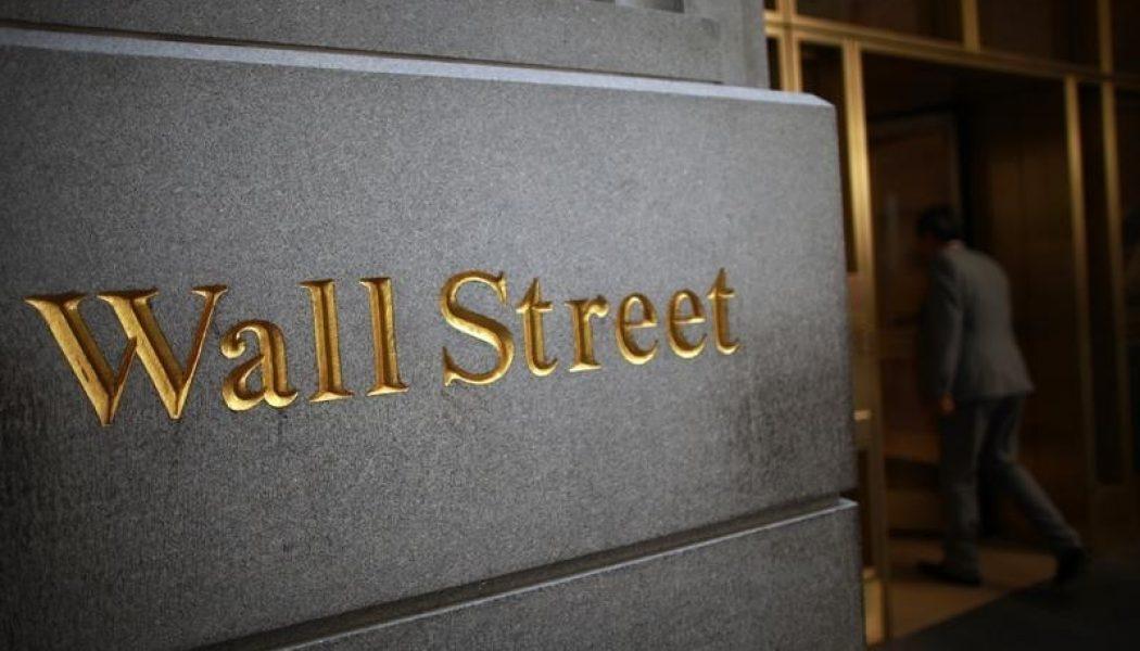 ABD piyasaları Dow'un yeni rekoru sonrası sakin; Tesla 7% yükseldi