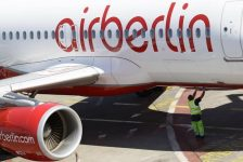 Borçlarını ödeyemeyen Air Berlin varlıklarını Eylül sonuna kadar satmak için en az iki şirket ile görüşüyor-CEO/gazete