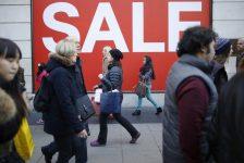 İngiltere perakende satışları Temmuz'da tahminlerden biraz fazla arttı