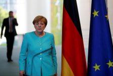 Merkel, Türkiye'ye gözdağı verdi