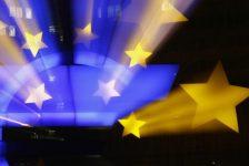 Euro bölgesi yıllık büyüme oranı %2,2 ile revize edildi.