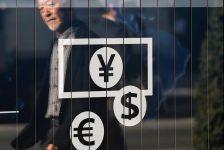 Dolar istikrarlı, perakende satış verilerinin ardından kazancını tutuyor