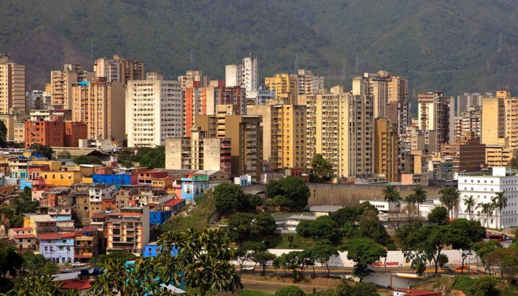 Gelişmekte olan ülke borsaları yaklaşık üç yılın zirvesinde seyrederken, Venezuela tahvil getirileri yükseliyor