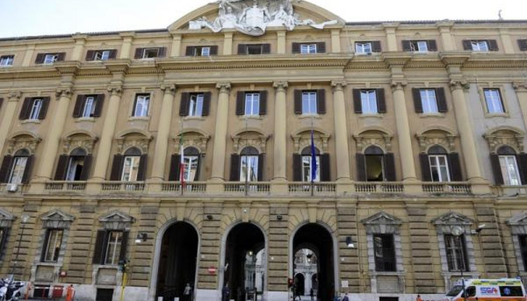 İtalya piyasaları kapanışta yükseldi; Investing.com İtalya 40 0,82% değer kazandı